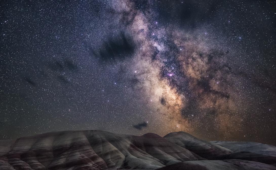 Нарисованные холмы Без привычного светового шума городов, мерцающие звезды Млечного Пути превращают холмы Орегона в настоящее произведение искусства.