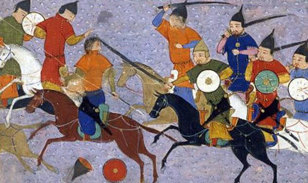 Монгольское нашествие Беспощадная волна монгольских завоевателей обрушилась на Азию и Европу подобно чуме. В течение 13-го века Чингисхан сумел выковать из разрозненных племен среднеазиатских степей эффективную и разрушительную военную машину, паровым катком раскатавшую Китай, Ближний Восток, Россию и часть Европы. Людей погибло столько, что спад углекислого газа в атмосфере привел к многочисленным бурям и ураганам — только представьте, сколько миллионов человек должно перестать вырабатывать углекислый газ, чтобы повлиять на состояние целой планеты.