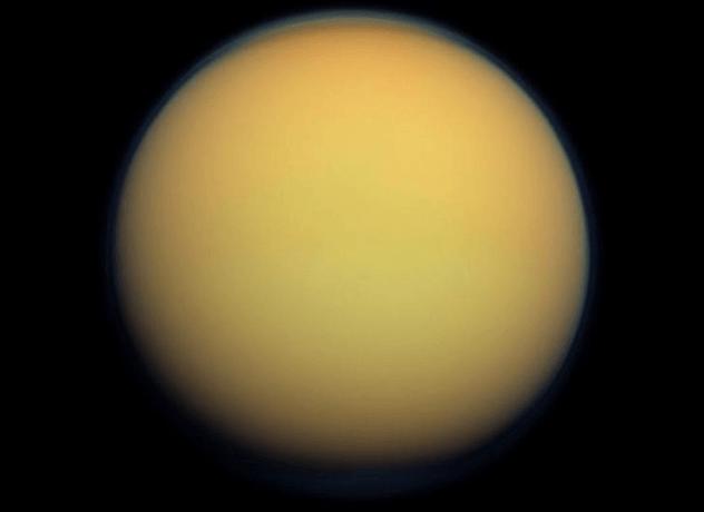 Титан Здесь холодно (-179 градусов Цельсия) и неуютно, ведь атмосфера полностью непригодна для дыхания. Однако, на Титане высоко содержание жидкого метана: ученые полагают, что местная жизнь могла зародиться на основе этого элемента. Конечно, человечеству здесь будет очень непросто — но возможно удержаться в принципе.