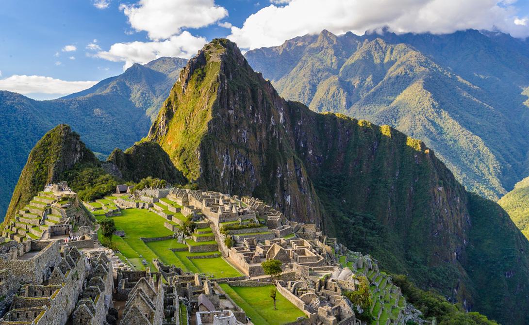 Тропа инков Перу Тропа инков считается одним из пяти лучших пеших маршрутов в мире. Конечной точкой назначения будет таинственный потерянный город инков, Мачу-Пикчу.