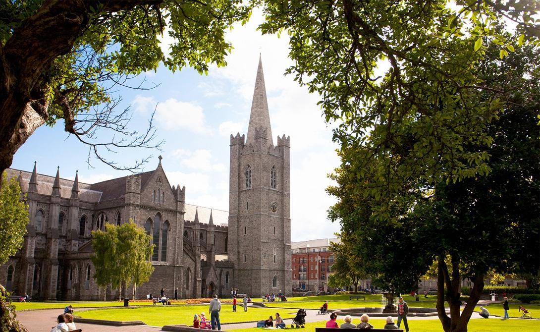 Дублин Ирландия Путешественники считают Дублин одним из самых дружелюбных городов планеты. Действительно, здесь будут рады каждому, кто готов с уважением относиться к местному укладу. Обилие шикарных пабов и древней архитектуры не даст заскучать.
