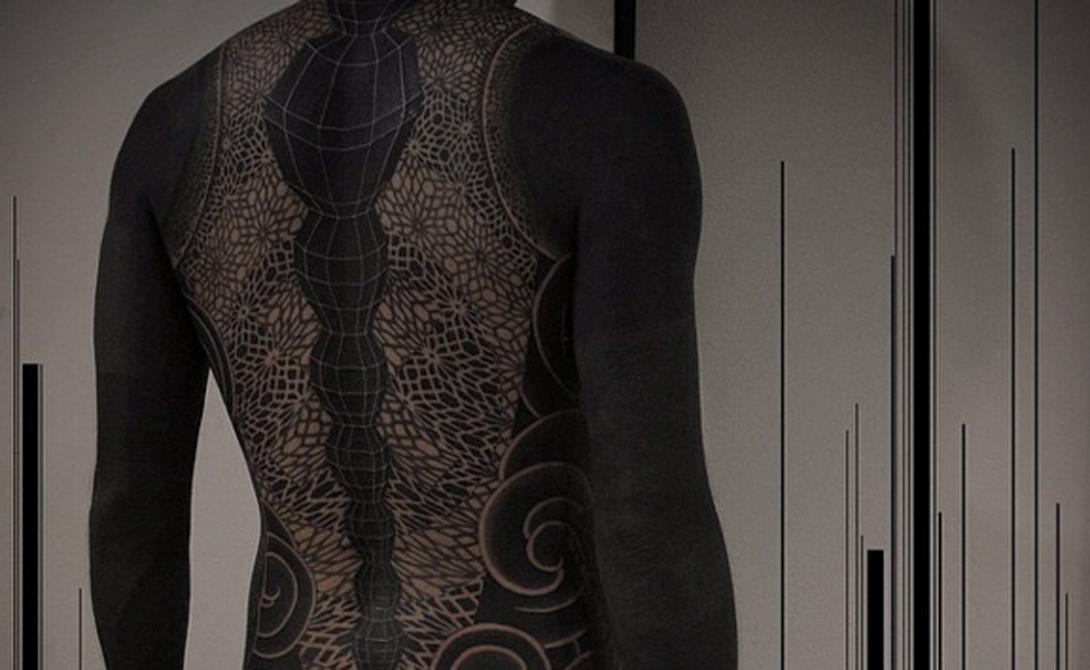 Тело Нередко люди прибегают к полному закрасу всего тела. Такая татуировка смотрится максимально эффективно.