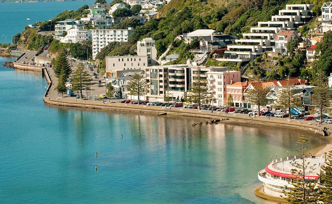 Веллингтон Новая Зеландия Веллингтон представляет собой совершенно потрясающий портовый город, с весьма оживленной набережной, прекрасными ресторанами и дружелюбными жителями. Здесь очень внимательно относятся к экологии, а в архитектуре старых районов заметно влияние культуры маори.