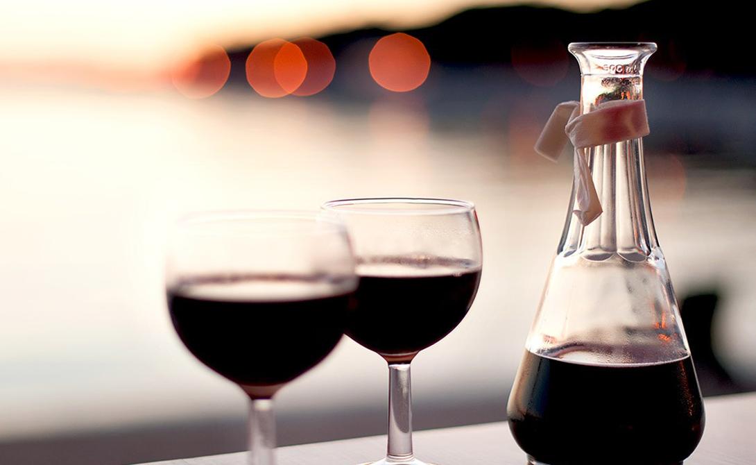 Алкоголь Примерно за четыре часа до сна позволяйте себе бокал красного вина, не больше. В таком объеме содержащийся в напитке энцекладин провоцирует дополнительную выработку тета-гормона, который еще называют гормоном роста. Этот гормон способствует формированию мышц.