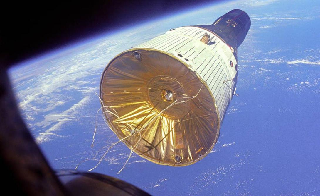 Big G Программа Gemini, активно разрабатываемая в середине 60-х годов, считается одной из самых амбициозных попыток США получить полный контроль над орбитой нашей планеты. Модуль Big G предназначался для транспортировки астронавтов между независимо курсирующими по орбите станциями, каждая из которых представляла собой ячейку в окружающей космическое пространство сети. Идея пилотируемых капсул, принадлежащая Дугласу МакДонеллу, в настоящее время нашла применение в проектах НАСА SpaceX и Boeing.