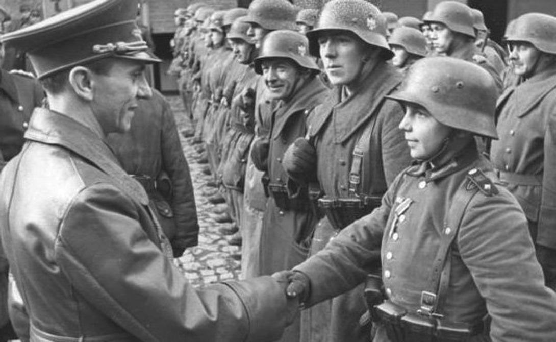 Вервольф В добровольческий отряд Werwolf отбирали самых перспективных членов гитлерюгенда и Ваффен СС. Эти молодые бойцы проходили прекрасную диверсионную подготовку, а экзамен сдавали устранением офицера противника на его территории. Солдаты этого подразделения оставлялись Германией при отступлении, чтобы законсервированный убийца мог деморализовать врага с тыла. «Вервольфы» функционировали вплоть до конца весны 1945 года.