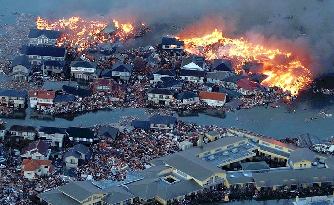 Измит Турция Всего за три с половиной секунды турецкий город Измит был практически стерт в порошок. 7,9-бальное землетрясение уничтожило 120 000 домов, оставив без крова более 300 000 человек. Еще 45 000 жителей Измита с земной юдолью распрощались навсегда.