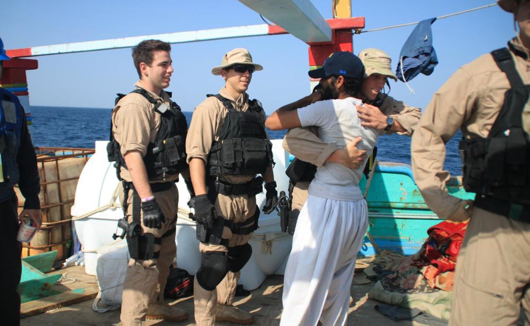 Аравийское море Нападений за год: 22 Раньше американские и иранские войска действовали в этом секторе совместно. Постоянное патрулирование вел ракетный эсминец USS Kidd, принимавший участие в знаменитом освобождении рыболовного судна — пираты захватили его в 2012 году.