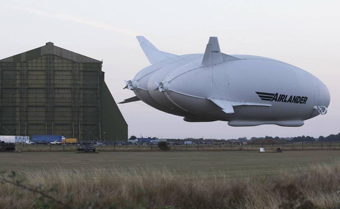 Конструкция Специалисты Hybrid Air Vehicles смогли усовершенствовать первоначальный проект, придав ему характеристики самолета и аэростата. Оболочка шара выполнена из очень прочных материалов нового поколения: кевлара, майлара и вектрана. Инженеры уверяют, что Airlander технически не способен повторить ошибок предыдущих поколений аэростатов.
