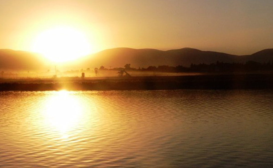 Тират Цви Израиль Расположенный на 400 метров ниже уровня моря в Шеан Бейт, Тират Цви славится теплой погодкой. В июне 1942 года здесь была зафиксирована самая высокая температура, когда-либо официально существовавшая в Азии — 53 градуса по Цельсию.
