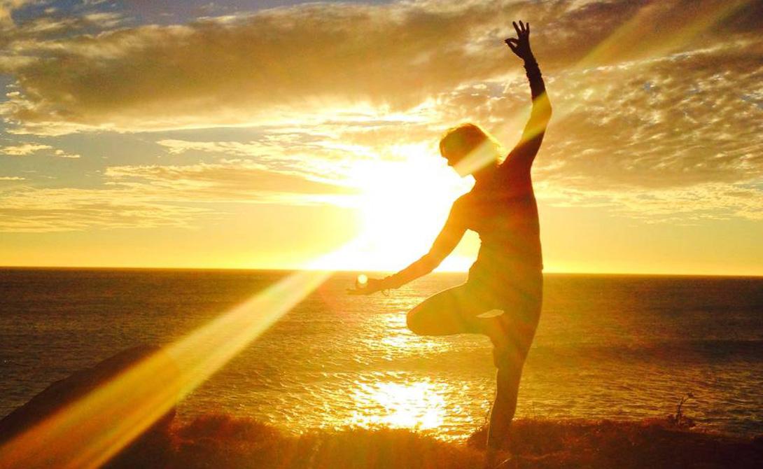 Общество Этериуса Эта религия зародилась в Великобритании. Ее члены смешивают йогу, индуизм, буддизм и христианство. Основал Общество Этериуса бывший таксист Джордж Кинг, внезапно узревший космических мастеров среди засаленных подлокотников родного кэба. Адепты Общества считают, что люди способны остановить любую трагедию молитвами, наполняющими психические батареи. Религия также учит особо не переживать, а просто ждать пришествия духовного лидера Этериуса — этот товарищ ожидается с неба на собственном звездолете.