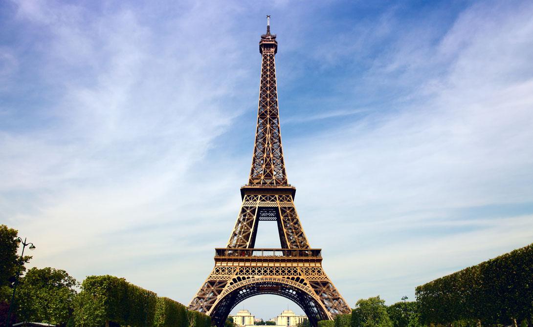 Эйфелева башня К сожалению, самая высокая башня Парижа также имеет свою черную сторону. Ежегодно полиция вынуждена разбираться с полусотней дел тех, кто поспешил окончить свои земные дни именно здесь.