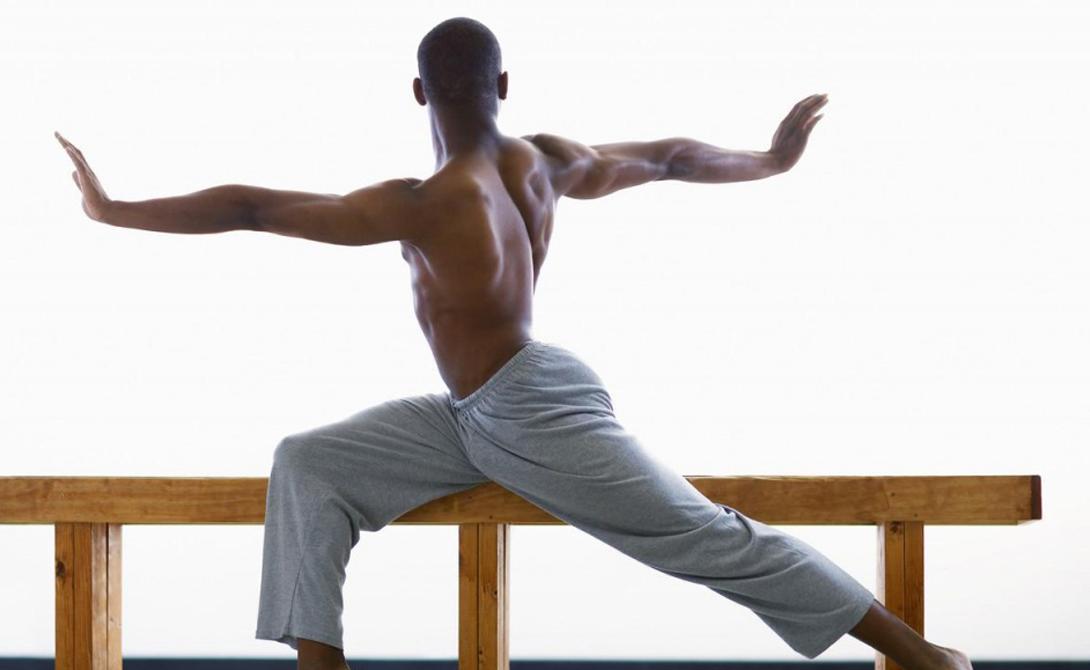 Середина спины На осанку влияют мышцы спины. Между лопатками расположены четыре группы: трапециевидные, параспинные, ромбовидные и подостные. Если они развиты слабо, то плечи просто сгибаются вперед, создавая сутулость. Работайте в зале над тренировкой именно этих мышц. Результат появится уже через несколько недель.