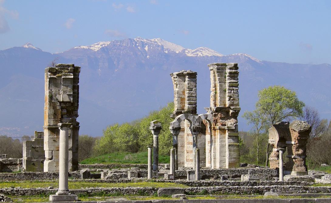Археологический комплекс Филиппы Греция Македонский царь Филипп II основал этот комплекс еще в 357 году до нашей эры. Городок занимал стратегическое место на торговом пути между Европой и Азией. Именно здесь, согласно преданию, апостол Павел создал одну из первых христианских общин.