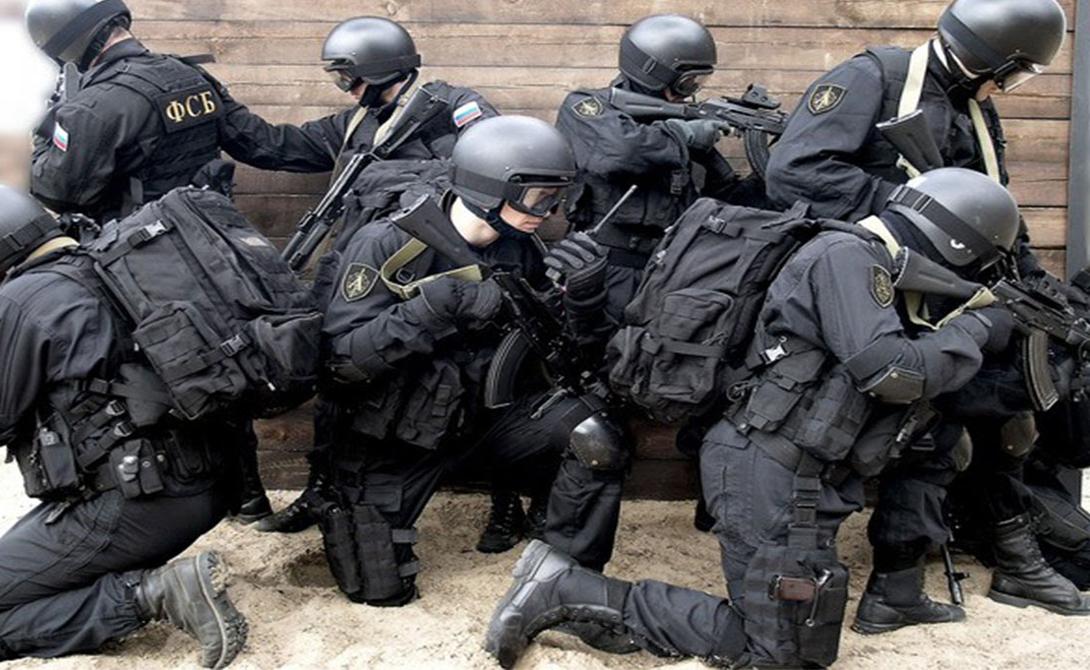 Отряд «Альфа» Наименование «Альфа» придумали охочие до броских слов журналисты, немного приукрасившие бюрократически сухое Управление «А». Бойцы этого отряда работают над проведением контртеррористических операций — можно сказать, что это первый уровень заслона страны от угрозы мирового терроризма. Подразделение «Альфа» по-праву считается элитой российского спецназа и очень высоко котируется на международном уровне.