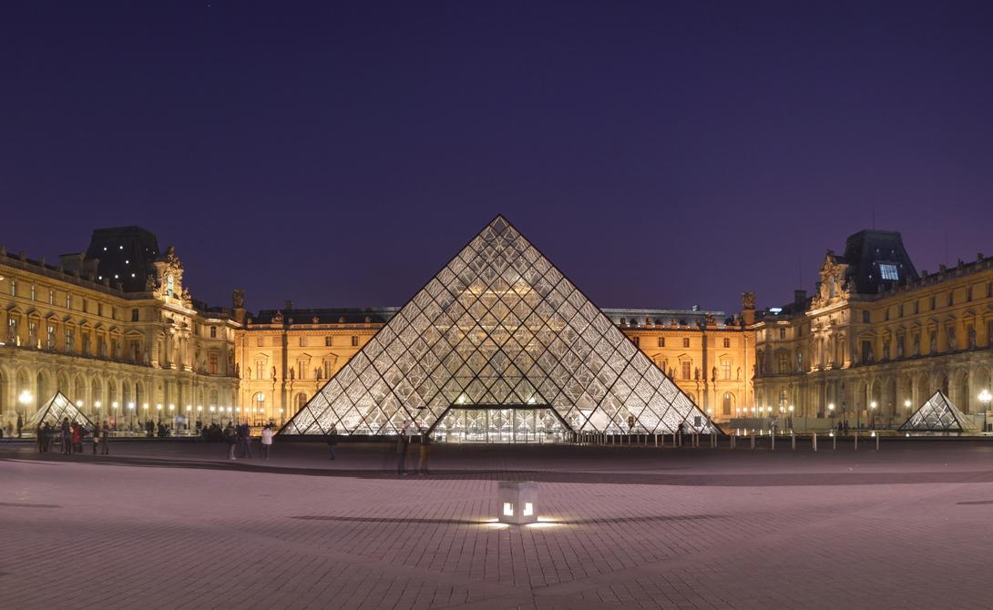 Лувр Прекрасный, известный на весь мир музей. Здесь, помимо прочих богатств, нашла пристанище знаменитая Мона Лиза. Но откуда же они там взялись? Большую часть этих произведений искусств привез в страну Наполеон из своих захватнических набегов. Франция до сих пор судится с некоторыми государствами.