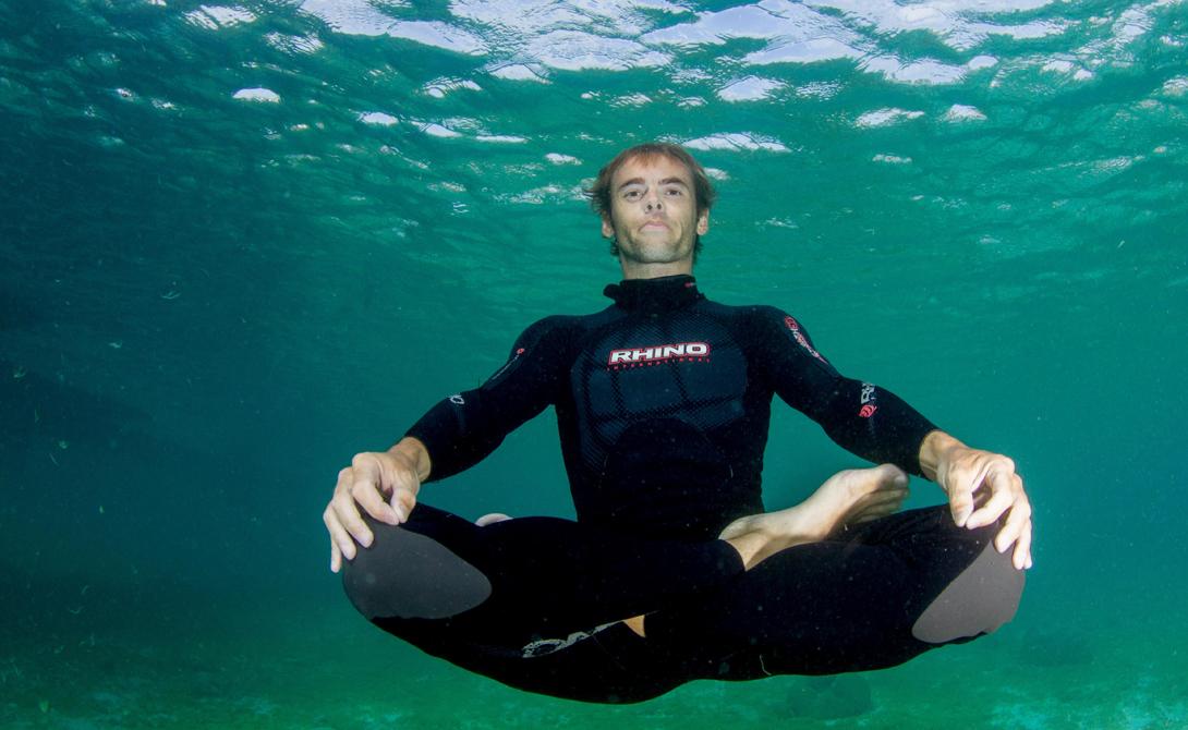 Медитация Многие фридайверы практикуют медитацию в практичных целях. Задержка дыхания может быть весьма утомительна и тяжела для сознания: тут надо оставаться полностью спокойным, отрешенным от происходящего. Медитация в полной мере с этим помогает — вы заинтересованно наблюдаете за процессами, происходящими в теле и можете контролировать естественную панику организма, требующего постоянный доступ свежего кислорода.