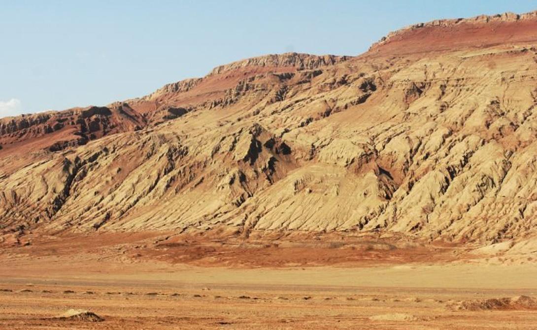 Флемин Маунтин Китай Величественная гора из красного песчаника по праву считается самым горячим местом во всем Китае. Спутник NASA, оборудованный метеорологической системой MODIS, зафиксировал рекордную температуру в 66 градусов по Цельсию.