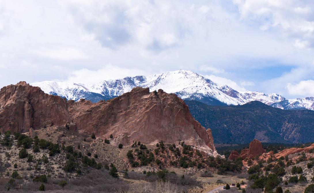 Пайкс Пик Колорадо, США Здесь есть все, что может понадобиться туристу. Пайкс Пик открыт для посещения круглогодично, а его тщательно ухоженные маршруты по силам даже усталому путнику.