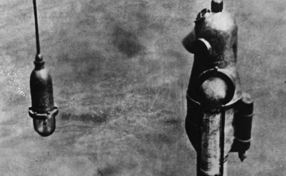 Новая эра С изобретения Лодыгина начинается новая эра подводного снаряжения. За основу всех следующих технических средств принимается именно его костюм, позволяющий не только погружаться в любом положении, но и передвигаться под водой без ограничений.