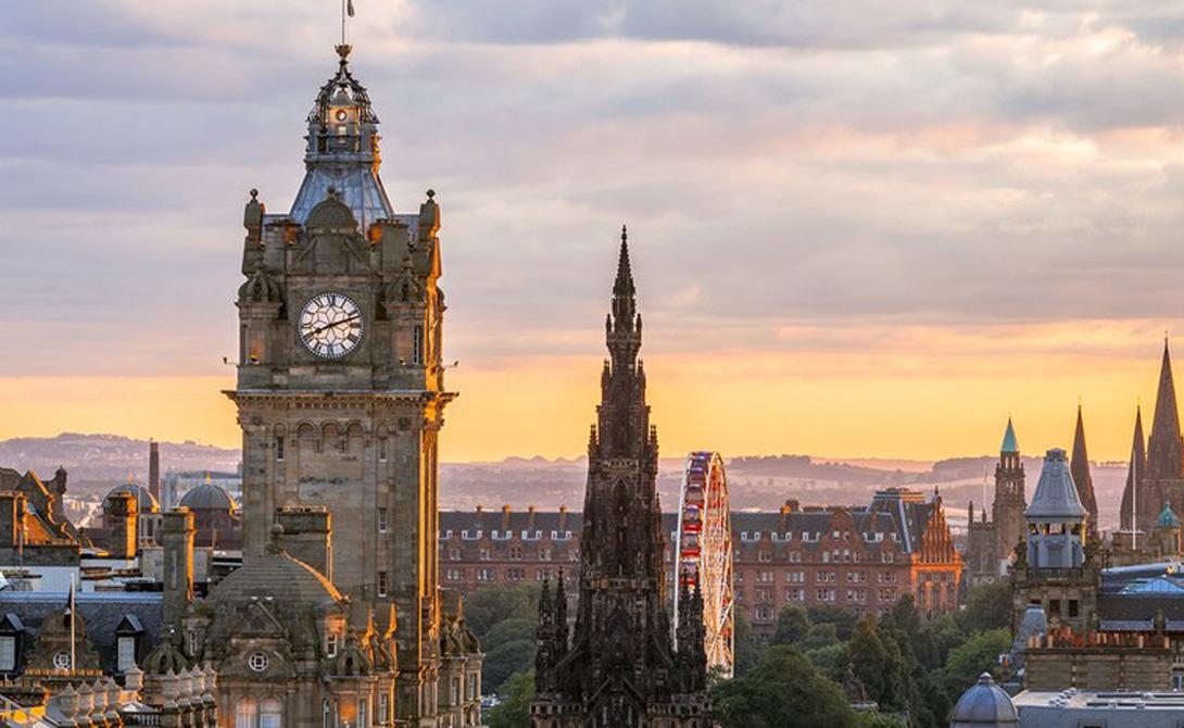 Эдинбург Шотландия Чудесное сочетание древней архитектуры и современного подхода к реальной жизни. Шотландская столица служит настоящей меккой тем, кому не безразлична хорошая кухня и интересен правильный подход к подаче алкоголя — не зря же именно Эдинбург славится своими пабами и винокурнями.