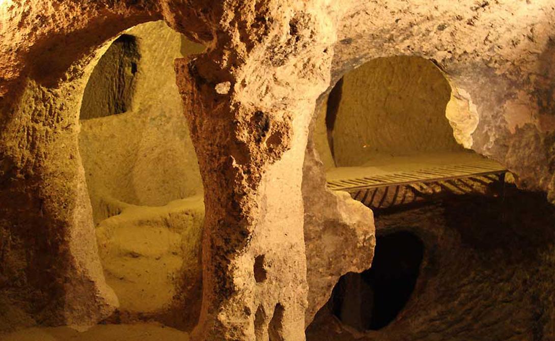 Подземный город Турецкие диггеры наткнулись на целый подземный города в Каппадокии. Здесь могли с легкостью проживать до 20 000 — огромное количество людей по тем временам. Хотя раскопки все еще продолжаются, первоначальные открытия показали высокое развитие поселения: водные каналы, искусные вентеляционные шахты, винодельни и даже несколько часовен.