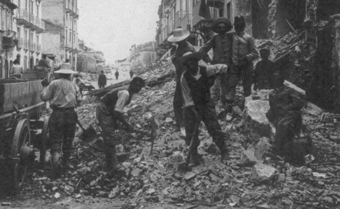 Таншань Китай Китайская провинция Таншань всегда считалась регионом с очень низким уровнем риска землетрясений, поэтому правительство не стало обеспечивать местные города сейсмостойкими строениями. 28 июля 1976 года земля Таншаня на 10 секунд превратилась в кипящий каменный ад, забравший жизни 255 000 человек.