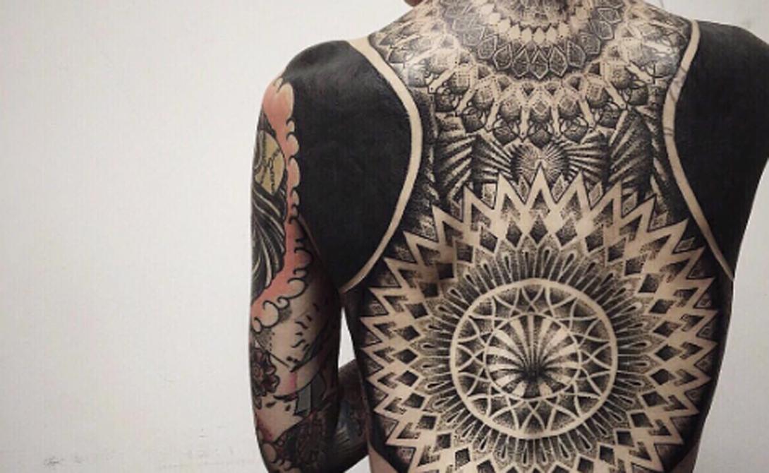Нео-трайбл Обводы этих татуировок вдохновлены нео-племенными рисунками, которые эволюционировали из древних племенных знаков.