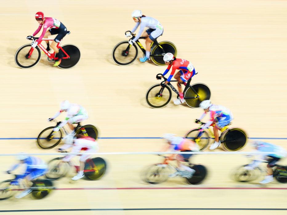 ВелогонкиВ Олимпийские игры входят сразу несколько дисциплин, связанных с велосипедом: гонка на крытом треке, шоссейные гонки, горный велосипед и BMX. Каждое из перечисленных — опаснее предыдущего. Высочайшие скорости, сложные участки местности: риск травмы очень велик.