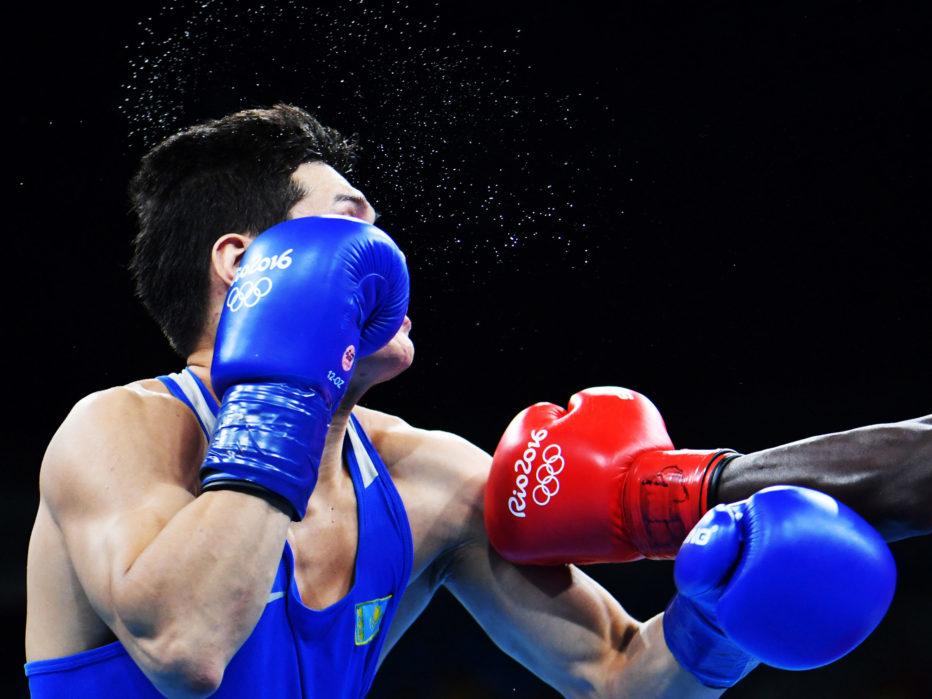 Бокс Бокс остается одним из самых рискованных видов спорта на Играх. Хотя риск получения травм во время боя относительно низок, спортсмены должны принимать во внимание и долгосрочные последствия ринга. Удар в челюсть приводит к сотрясению мозга. Даже легкий пропущенный хук в голову увеличивает риск хронической травматической энцефалопатии, дегенеративного заболевания мозга.