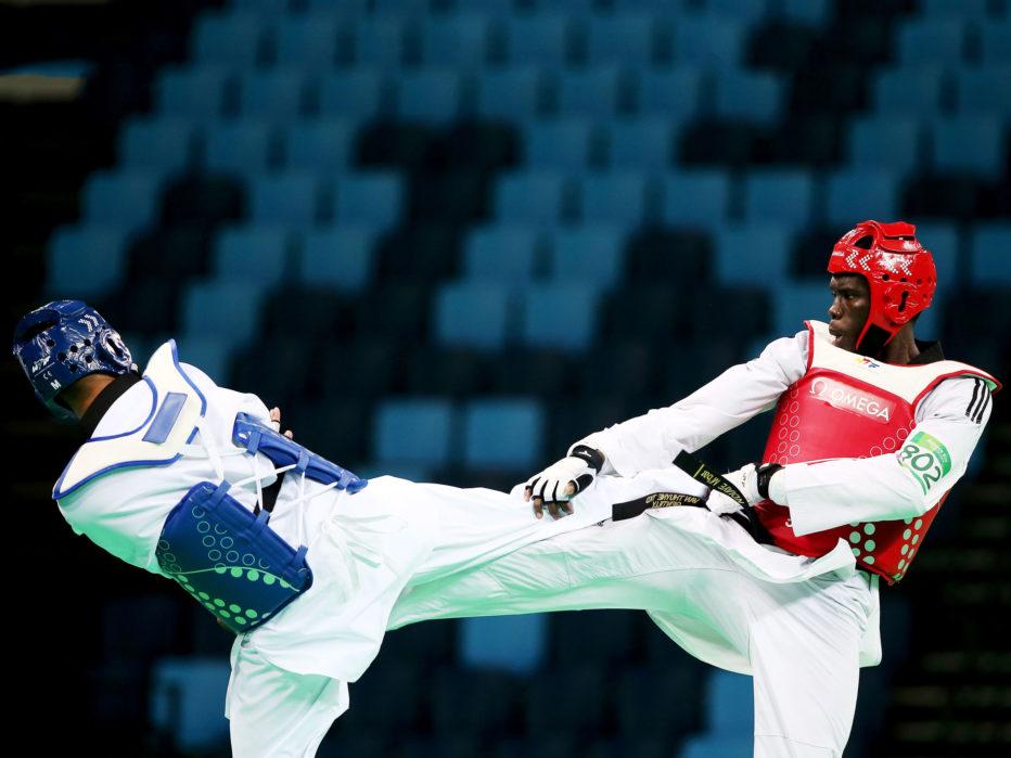 Тхэквондо Тхэквондо можно назвать самым опасным из всех боевых видов спорта, представленных на Играх. Во многом потому, что правила требуют от соперников сильнейших ударов ногами по голове и туловищу. Во время Олимпийских игр 2012 года, уровень травматизма среди тхэквондистов был выше, чем в борьбе и боксе вместе. На каждых соревнованиях травму получает около 39% спортсменов.