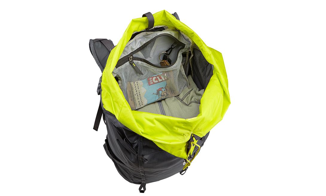 Thule Stir Облегченный суточный рюкзак Thule Stir на 35л, 20л и 15л идеально подойдет для недолгих походов. Он также регулируется по фигуре за считанные секунды, оснащен водонепроницаемым чехлом с удобным доступом к снаряжению, боковыми карманами и эластичным карманом на лямке. Спинка обеспечивают отличную вентиляцию, а боковая молния — быстрый доступ к содержимому.