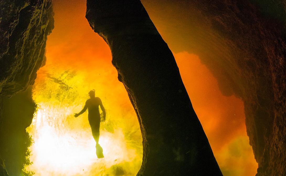 Джинни Спрингс США По всей территории Флориды раскидано множество пресноводных подводных пещер, открытых для исследования. Но Джинни Спрингс стоит особняком: чтобы погрузиться в кристально чистые воды, заполняющие пещеру до сводов, туристы съезжаются со всего мира.