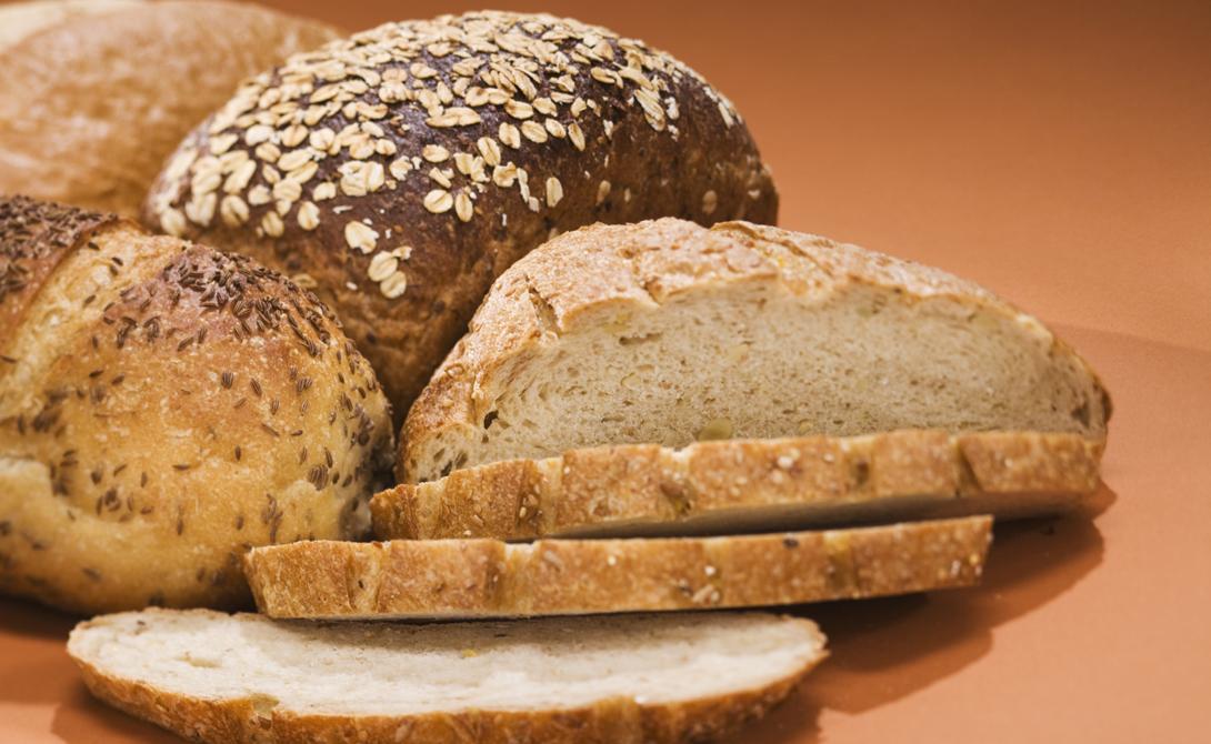Цельнозерновой хлеб Один из самых главных обманов современного рынка. Гликемический индекс пшеничного хлеба равен 69. Такая нагрузка провоцирует резкий скачок содержания сахара в крови, что приводи к высокой концентрации инсулина и, в конечном счете, к накоплению жиров.