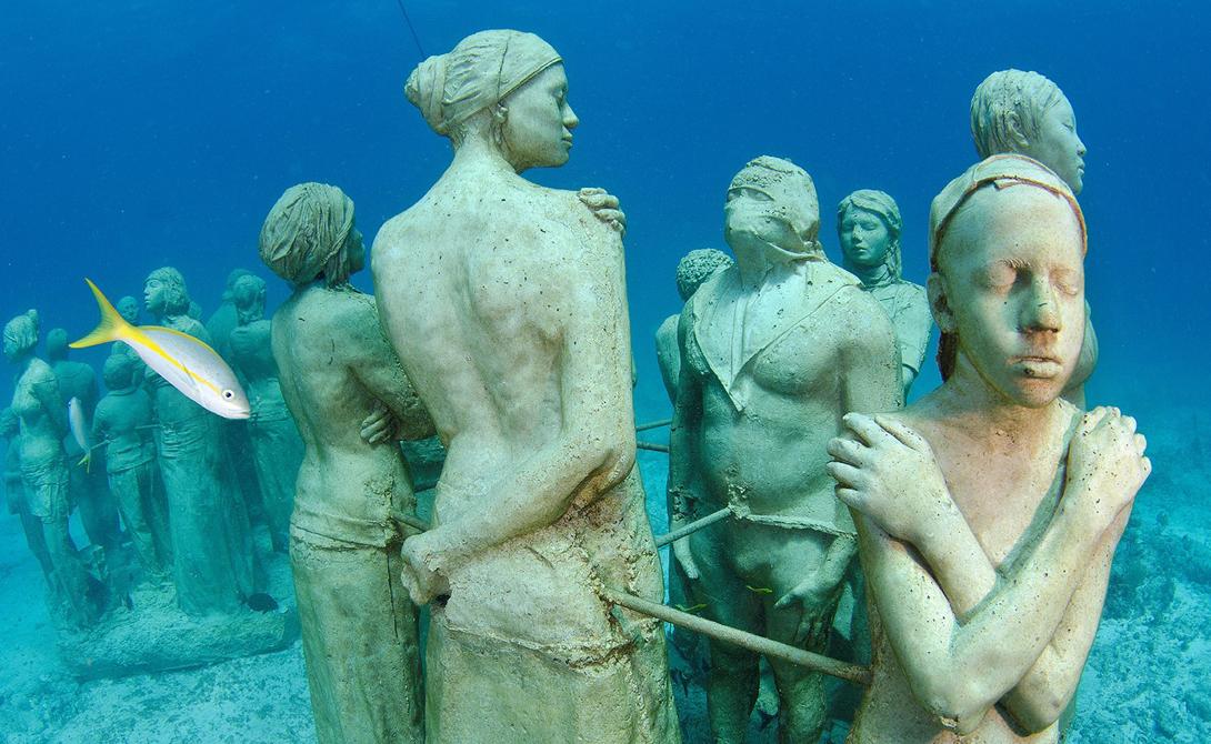 Museo Subacuático de Arte Мексика В этом очаровательном подводном музее на постоянной экспозиции находятся более четырех сотен скульптур. Каждая из них расположена таким образом, чтобы создавать необходимое жизненное пространство для морской флоры и фауны. Посетители MUSA осматривают экспозицию проплывая на лодках.