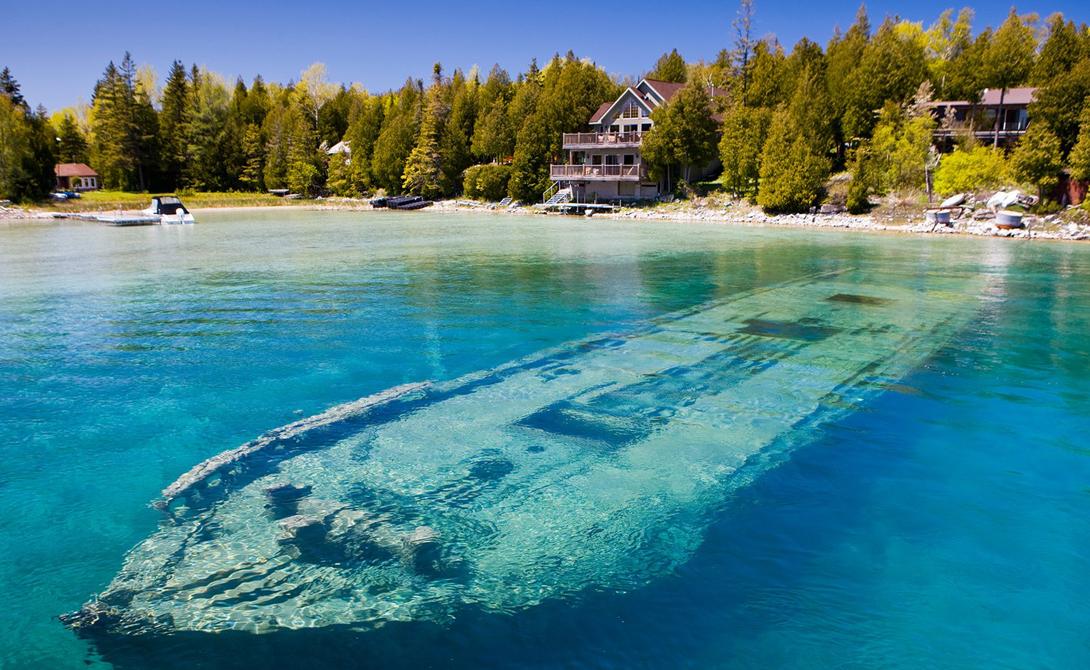 Озеро Гурон Канада В районе Великих озер произошло более 6 000 кораблекрушений. Некоторые из затонувших кораблей хорошо видны на мелководье озера Гурон, расположенного в национальном морском парке.