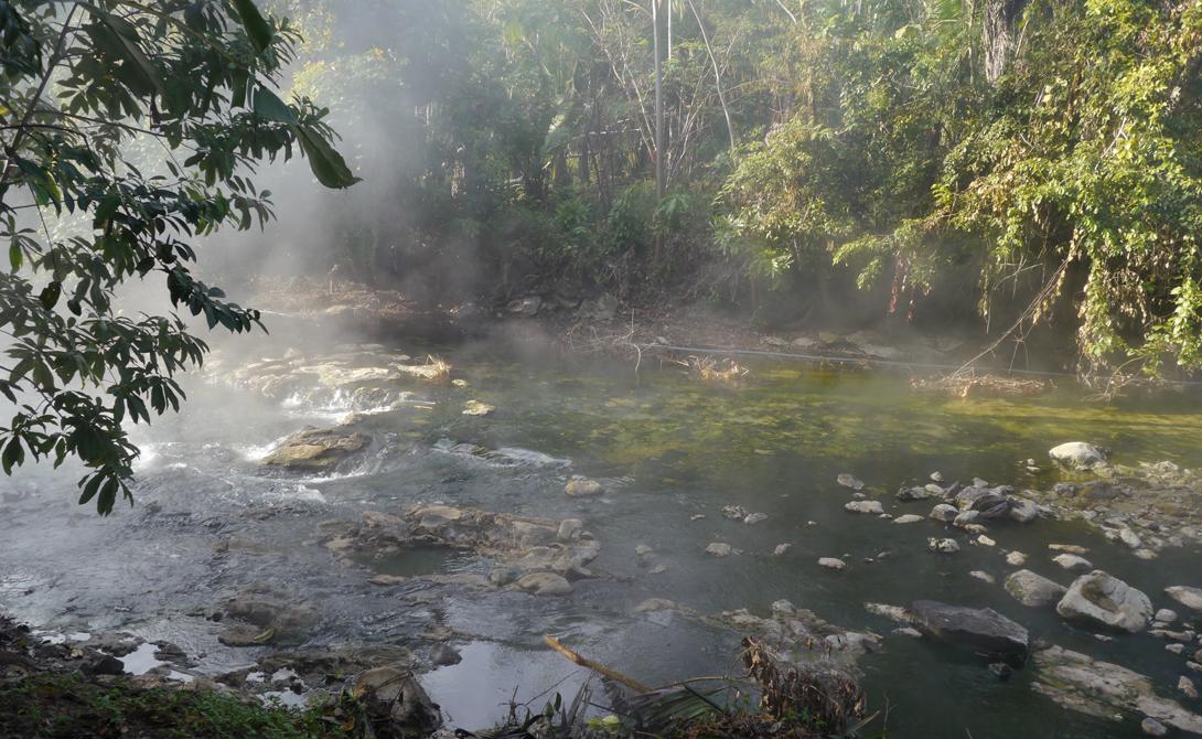 Шанай Тимпишка Температура воды в этой странной реке очень высока. Собственно говоря, она всего на пару градусов ниже температуры кипения. Ученые не имеют никакого понятия, почему так. Ни вулкана, ни термоисточников поблизости нет.