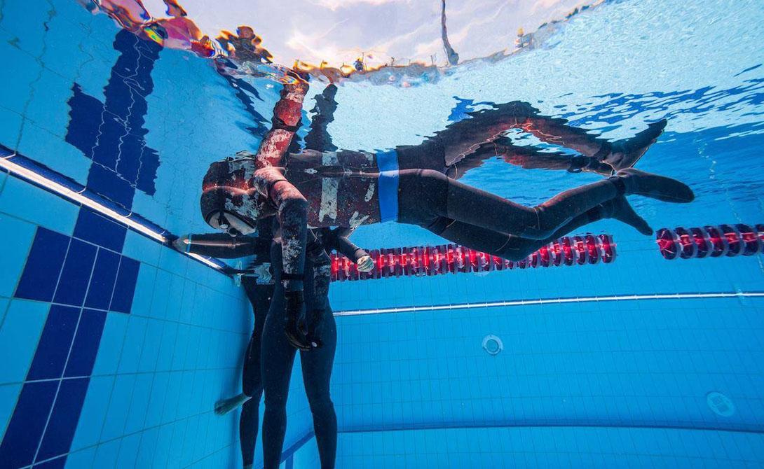 Дайвер 28 февраля 2016 года Алексис Сегура Вендрелл, профессиональный фридайвер, установил новый мировой рекорд. Парень оставался под водой 24 минуты и 3,45 секунды, что кажется совершенно невероятным.