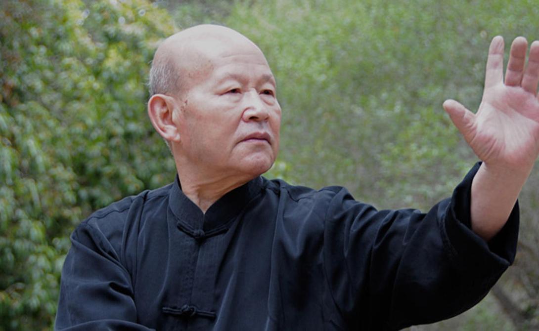 Чжоу Тин-Цзюэ Чжоу Тин-Цзюэ продемонстрировал способность подогревать воду до состояния кипения. Многие считали семидесятилетнего мастера обманщикам, но Чжоу столько раз выполнял свой трюк под контролем физиков и неумолимым взглядом телекамер, что сомнения в уникальности его дара отпали даже у самых больших скептиков.