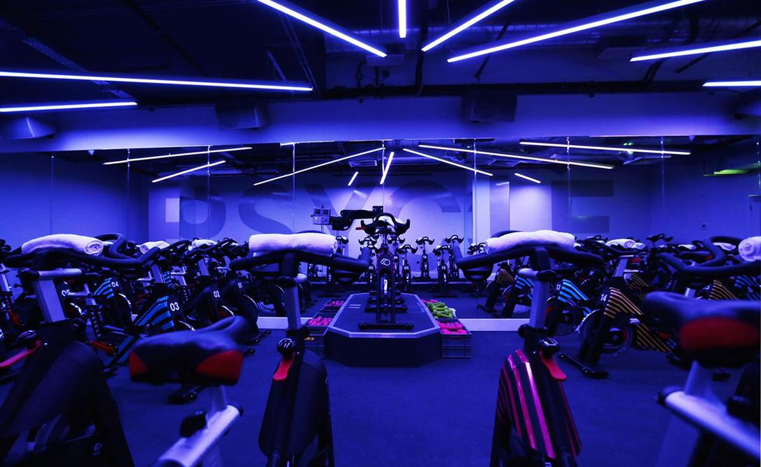 Кобокс Создатель кобокса, Фил Дагенрайт, решил совместить тяжелые физические нагрузки фитнес-зала и кардиодинамику бокса. В результате получился вполне серьезный способ прокачать свое тело в рекордно сжатые сроки: функциональные силовые тренировки прекрасно дополняются утомительным кардио — а в качестве бонуса адепт кобокса получает еще и заметное улучшение реакции.