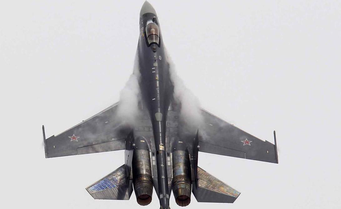 Су-35 Максимальная скорость: 2 500км / ч Максимальная дальность:5 024 километров Двигатели: пара «Сатурн 117С» турбовентиляторных Вооружение: 30-мм пушка ГШ-30, на крыльях и фюзеляже 12 станций вместимостью до 8000 кг, предназначенных, в том числе, для ракет «воздух-воздух», ракет класса «воздух-земля» и кассетных бомб