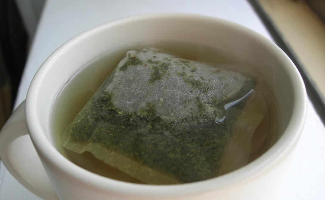 Зеленый чай Результаты последних исследователей однозначно доказывают пользу зеленого чая для нашего тела. Помимо антиоксидантов, этот напиток богат фластоидами, постоянное употребление которых увеличивает скорость метаболизма на целых 5%. Главное, не нужно разбавлять полезный напиток сахаром — так никакого метаболизма не напасешься.