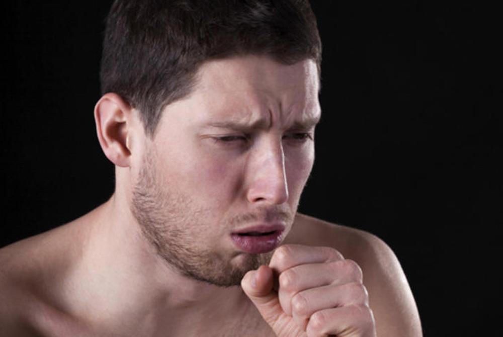 Острый бронхит Противный, отрывистый кашель также не является причиной переходить на антибиотики, даже если он продолжается уже неделю подряд. Здесь часто ошибаются сами врачи, назначающие лечение от вирусной инфекции в тех случаях, когда ее нет и в помине.