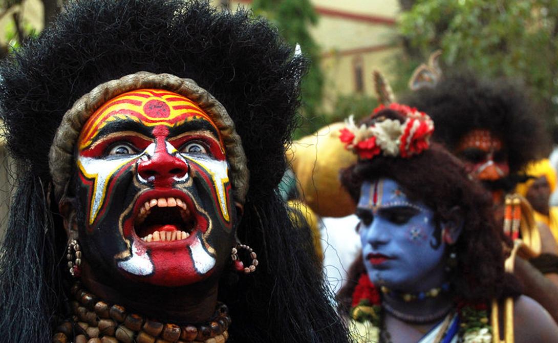 Ракшаса Эти духи живут в индуистских мифах, но встречаются и в других религиях. Ракшаса — людоеды, поедающие своих жертв живьем. Согласно индуистской традиции они были настолько переполнены жаждой крови, что сожрали Брахму, собственного творца.