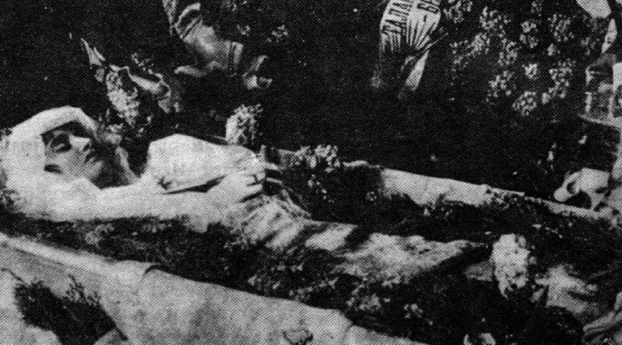 1919 Пандемия гриппа Почти сразу после губительной бойни в мире разразилась ужасная пандемия гриппа. По достоверным оценкам, погибло почти 5% населения всего земного шара.