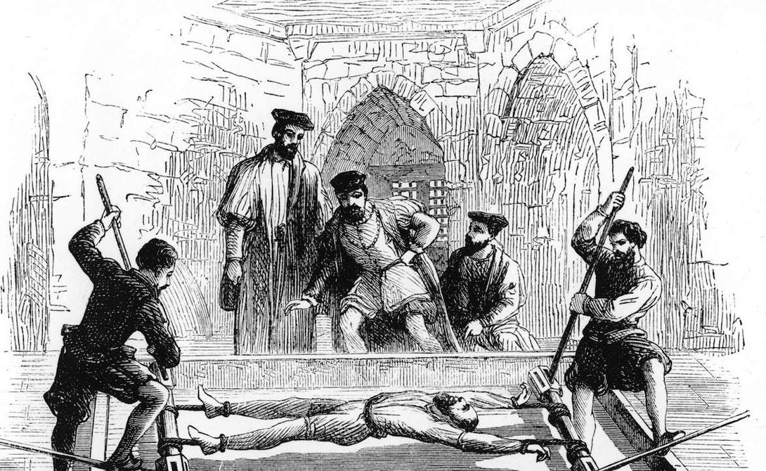 Дыба Это простое с виду устройство считалось лучшим способом выбить нужные инквизиции показания. Человека привязывали на деревянной раме за руки и за ноги, постепенно растягивая конечности специальным воротом. Иногда палач слишком усердствовал и тогда руки несчастного просто отрывались во время пытки.
