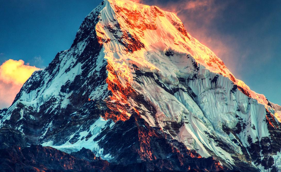 Эверест Тибет На самой высокой точке планеты условия так жестоки, что выдержать их не могут ни животные, ни растения. Для людей уже высота в 8 000 метров считается зоной смерти: десятки альпинистов поплатились жизнью за свою самонадеянность.
