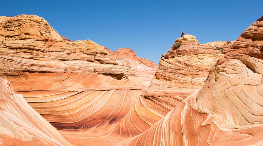Холм Койота США Это удивительное место сформировалось почти 200 миллионов лет назад и сохранилось неизменным до нашего времени. Участок склона под названием The Wave, Волна, представляет собой чуть ли не точную копию ландшафта, который будет ожидать первых колонистов на Марсе.