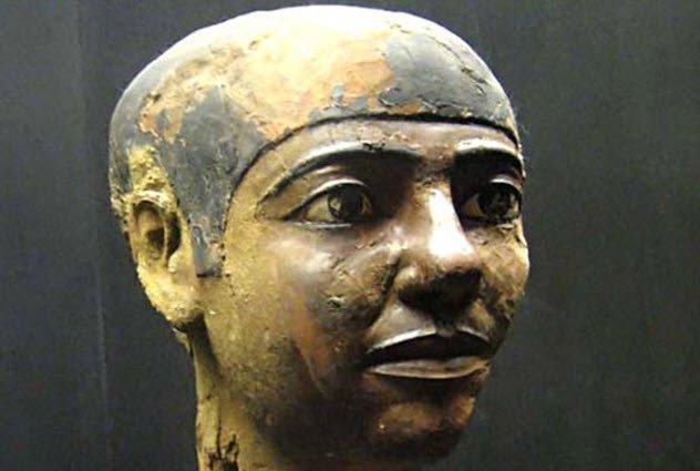 Имхотеп Фараоны Египта причислялись к пантеону божеств после смерти. Имхотепу, родившемуся простолюдином и поднявшемуся до старшего советника фараона, был дарован статус полубога. Спустя 2000 лет, уже в период царствования Персидской империи, Имхотепа «повысили» до бога.
