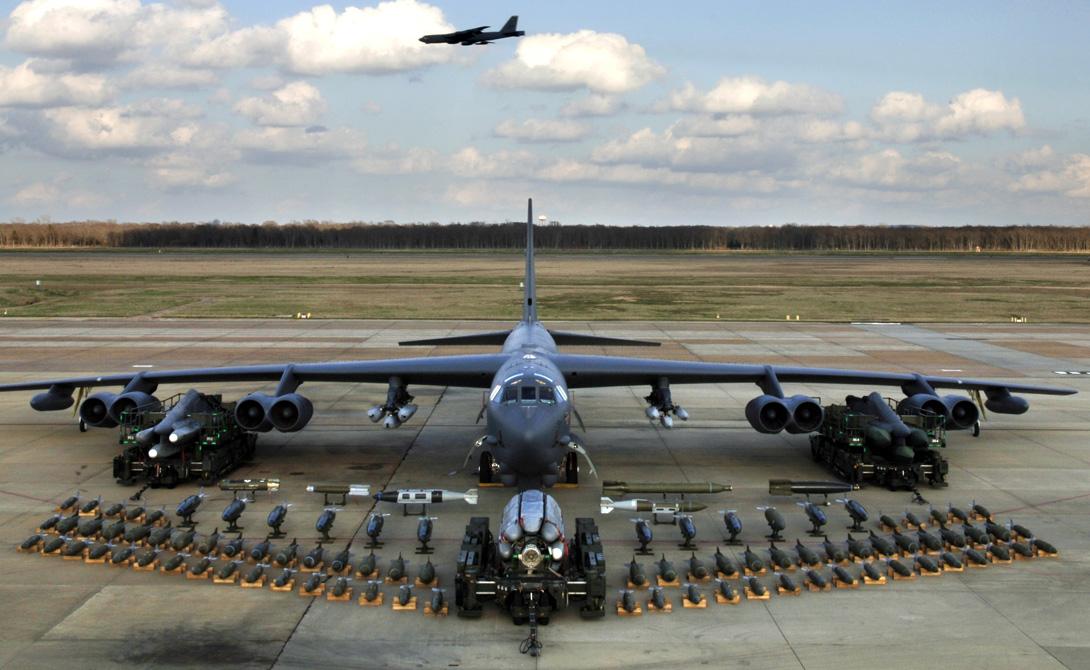 Boeing США Boeing занимаются далеко не только производством авиапассажирских лайнеров. Концерн занимает второе место в мире на рынке военных технологий. От боевых вертолетов до футуристичных космических проектов — Boeing интересно все, что приносит деньги.